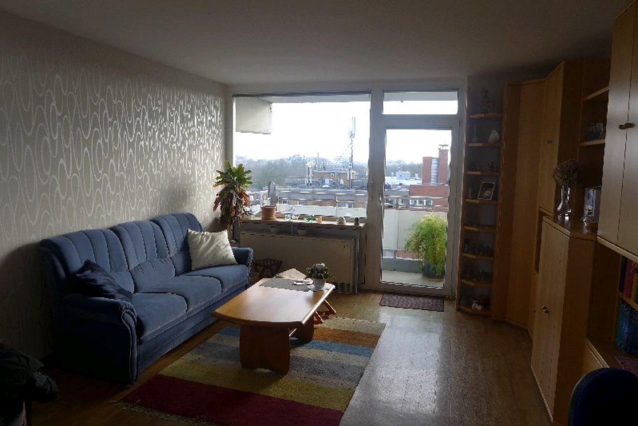 Wohnraum mit Ost/Südbalkon