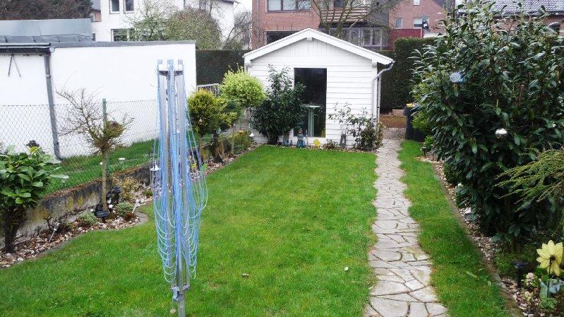 eigener Garten mit Garage